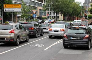 Die neue Verkehrsregelung am Ende der Gartenfeldstraße ist höchst umstritten.