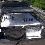 Das ausgebrannte Fahrzeug nach der Löschung durch die Feuerwehr