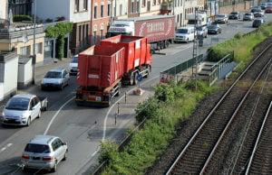 Täglich quält sich der Schwerlastverkehr durch die Trierer Stadtteile links der Mosel.