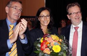Hiltrud Zock mit den Vätern der Coup - Fraktions-Chef Ulrich Dempfle (links) und Parrtei-Chef Bernhard Kaster.