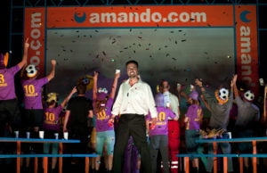 Macho, Macho - Carlos Aguirre als Don José.