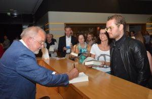 Auch die Autogramme des Autors waren sehr begehrt.