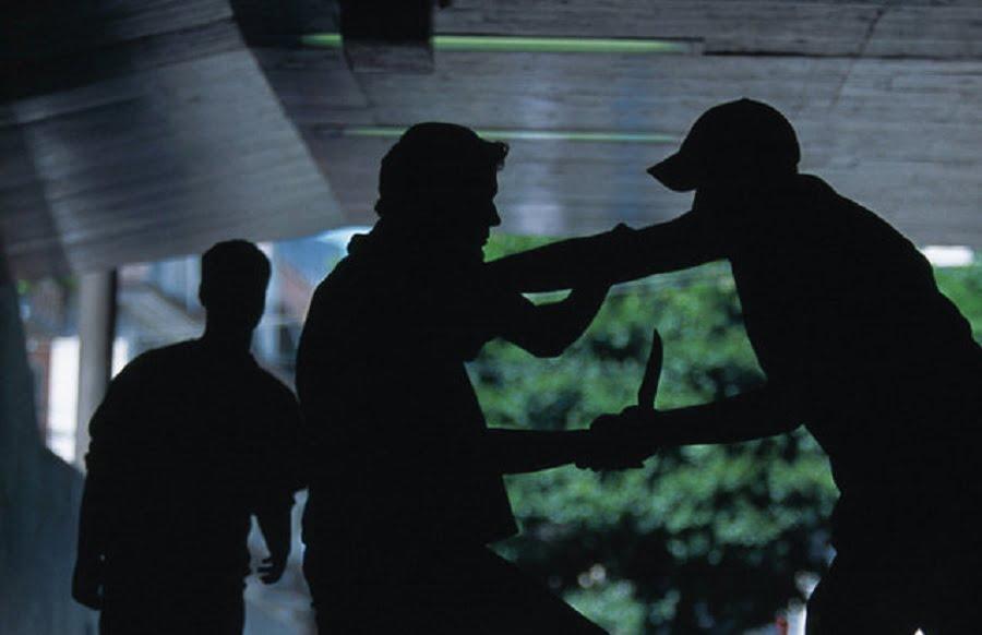 Vier Verletzte | Messer-Mann attackiert Passanten