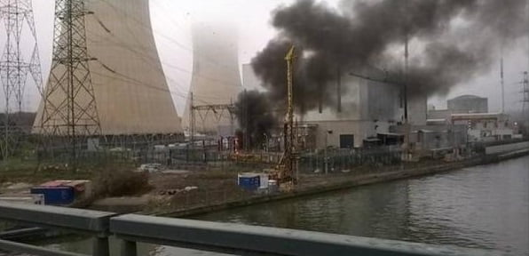 Im Kurznachrichtendienst Twitter verbreitete sich die Meldung inklusive Fotos vom betroffenen Kraftwerk rasend schnell.