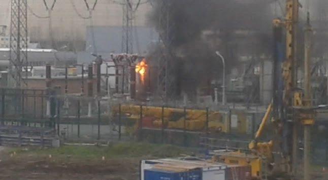 Durch das Feuer soll laut einer Sprecherin des Betreiberunternehmens zu keiner Zeit eine Gefahr für Mitarbeiter auf dem Gelände bestanden haben.