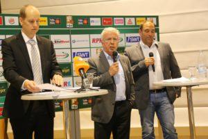 Triers Ex-OB Helmut Schöer (Mitte) hat den Basketballern seine Unterstützung zugesagt.