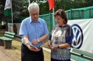 Schirmherr Andreas Ludwig (Sportdezernent der Stadt Trier) und TCT-Chefin Roswitha Schmitt-Lonien. Foto: Markus Grundhöfer