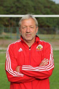 Mehr als 40 Jahre war Krövs Trainer Heinrich Irmisch als Spieler und Trainer beim FSV Salmrohr. Foto: TuS Kröv