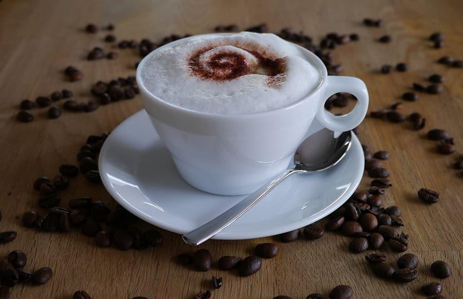 der tag beginnt f r uns mit einer tasse kaffee. Black Bedroom Furniture Sets. Home Design Ideas