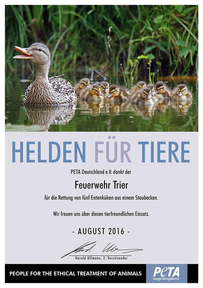 2016-08-PETA-Helden-fuerTiere-Urkunde-FeuerwerhrTrier