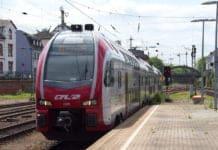 """Ein Luxemburger Nahverkehrszug an einem Bahnsteig für den Beitrag """"Ältere Dame vom Zug erfasst""""."""