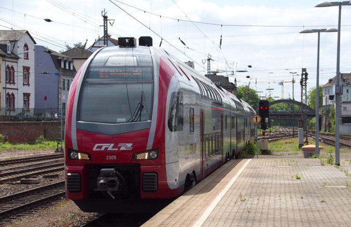 Ein Luxemburger Nahverkehrszug an einem Bahnsteig für den Beitrag