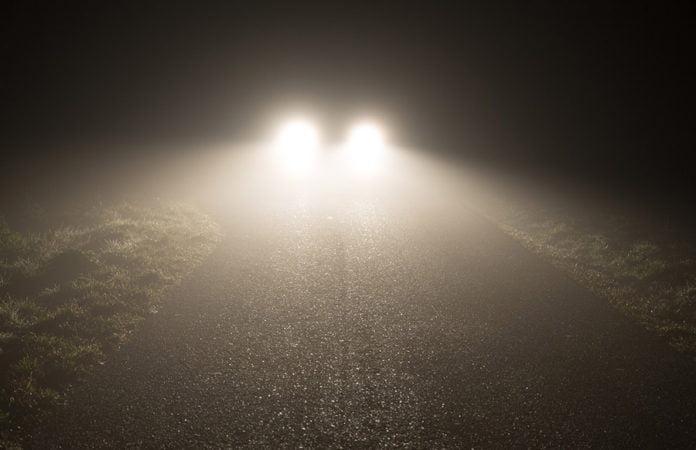 Auto und Nebel