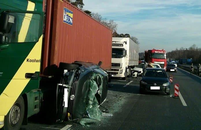 Unfall auf der A6 bei Ramstein - Kaiserslautern - Einsiedlerhof