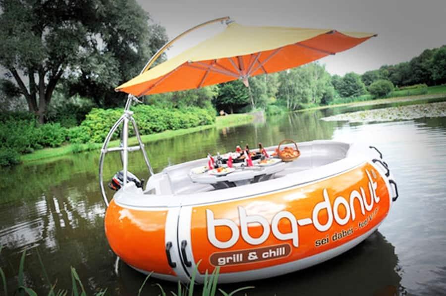 Mit Grill-Donut in Seenot auf der Saar