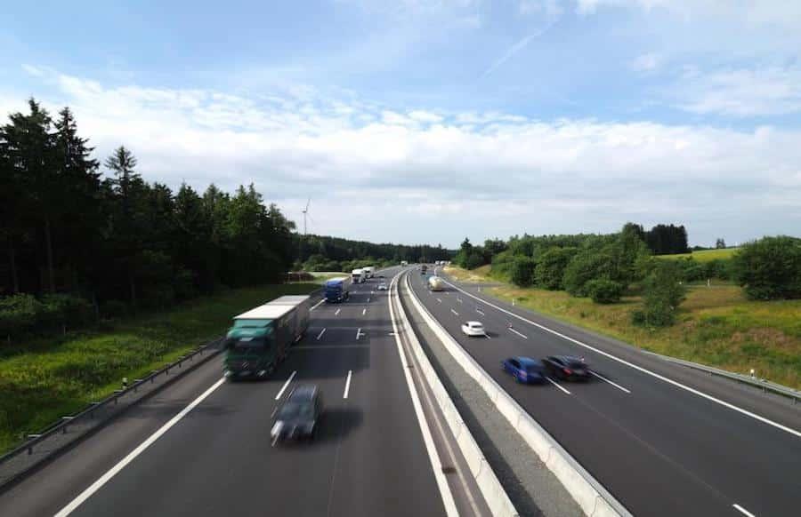 Tödlicher Beziehungsstreit - Mann wird von Frau auf Autobahn ausgesetzt und überfahren