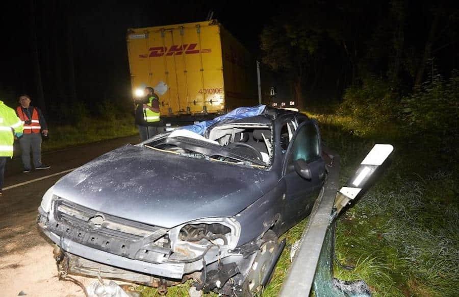 Mutter und zwei Kleinkinder sterben bei Unfall mit Lkw