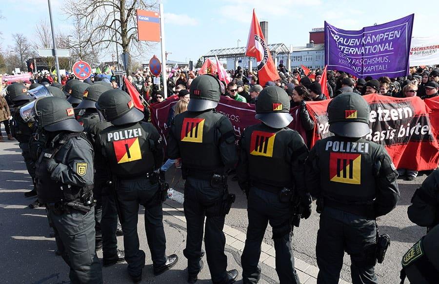 Verletzte und Übergriffe bei Demo in Kandel