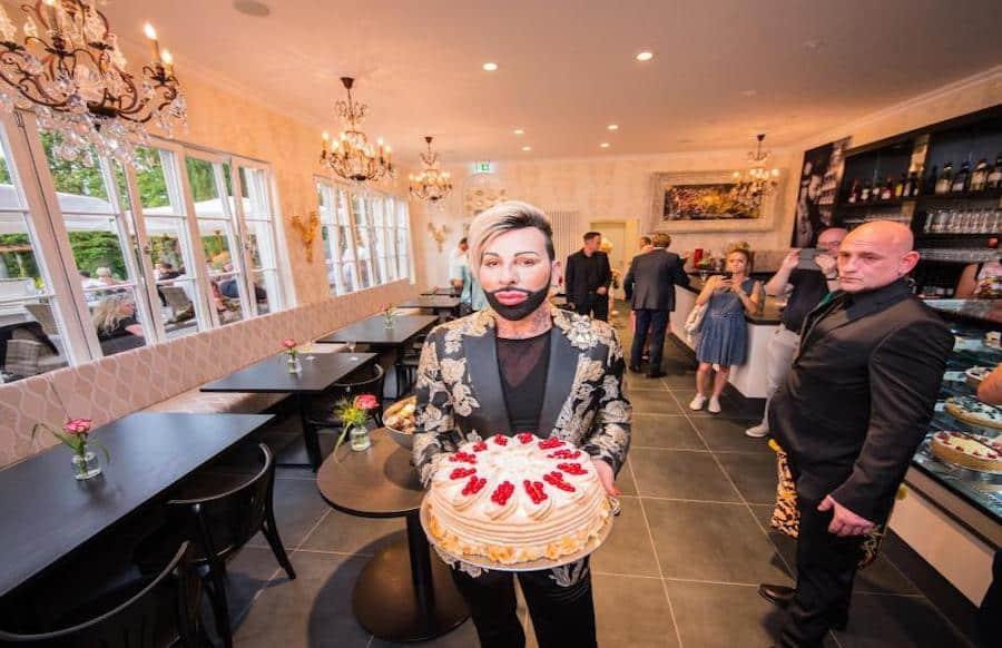 Modeschopfer Harald Gloockler Ist Bei Kuchen Ganz Bescheiden