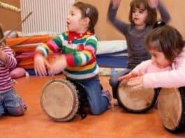 Kinder in der Musikschule