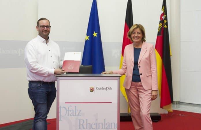 Übergabe Förderbescheid an Ehrenamtsagentur Trier