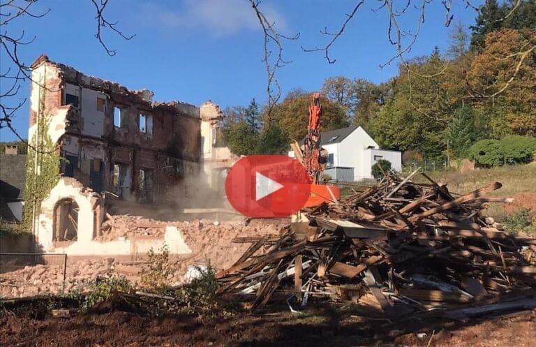 Regionale Geschichte: Hauptgebäude des ehemaligen Klosters in Föhren abgerissen (Video + Bilder)
