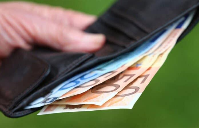 Geldbeutel mit Euro-Scheinen