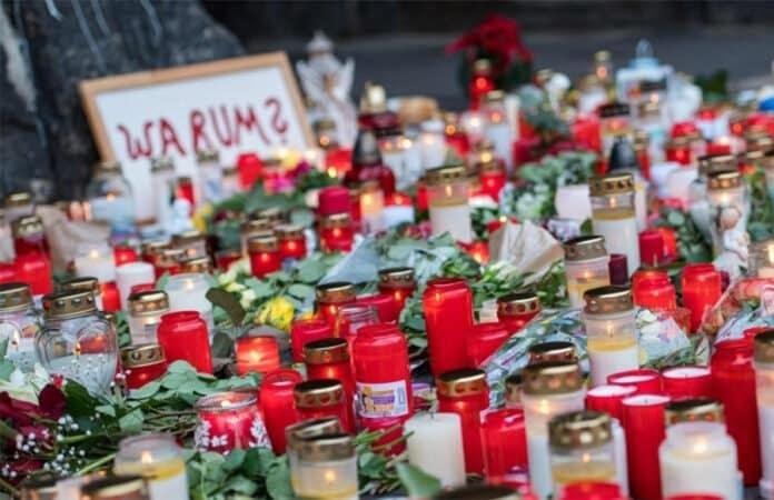 Trauerkerzen vor der Porta Nigra