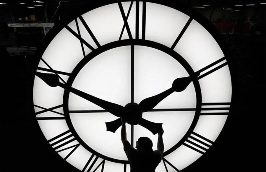 Sommerzeit 2021 - Darum wird immer noch an der Uhr gedreht