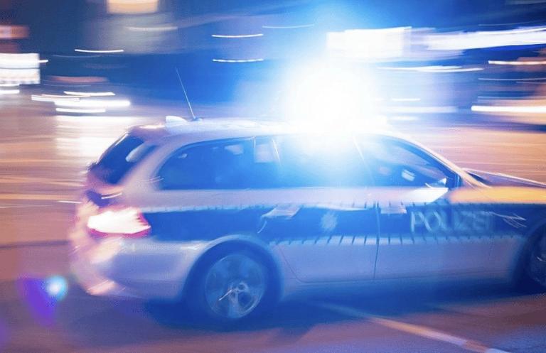Mit Ski-Masken vermummt: Zwei Männer überfallen Frau in Kues